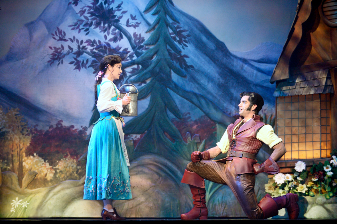 beauty_and_the_beast_gaston_belle