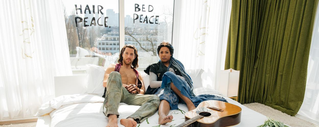 Hoofdrolspelers Hair laten beeld John Lennon en Yoko Ono herleven