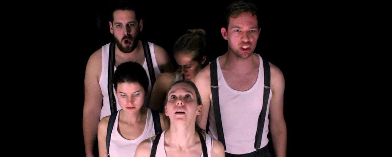Recensie: 'A Dozen Angry Lives', een waar totaaltheater