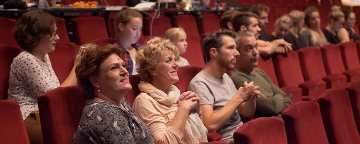 Eerste dag in het theater voor cast Was getekend, Annie M.G. Schmidt