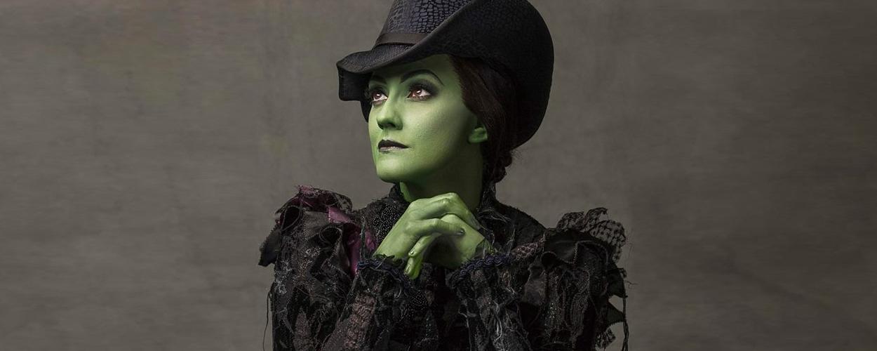 Wicked viert 11-jarig bestaan op West End met nieuwe portretfoto's