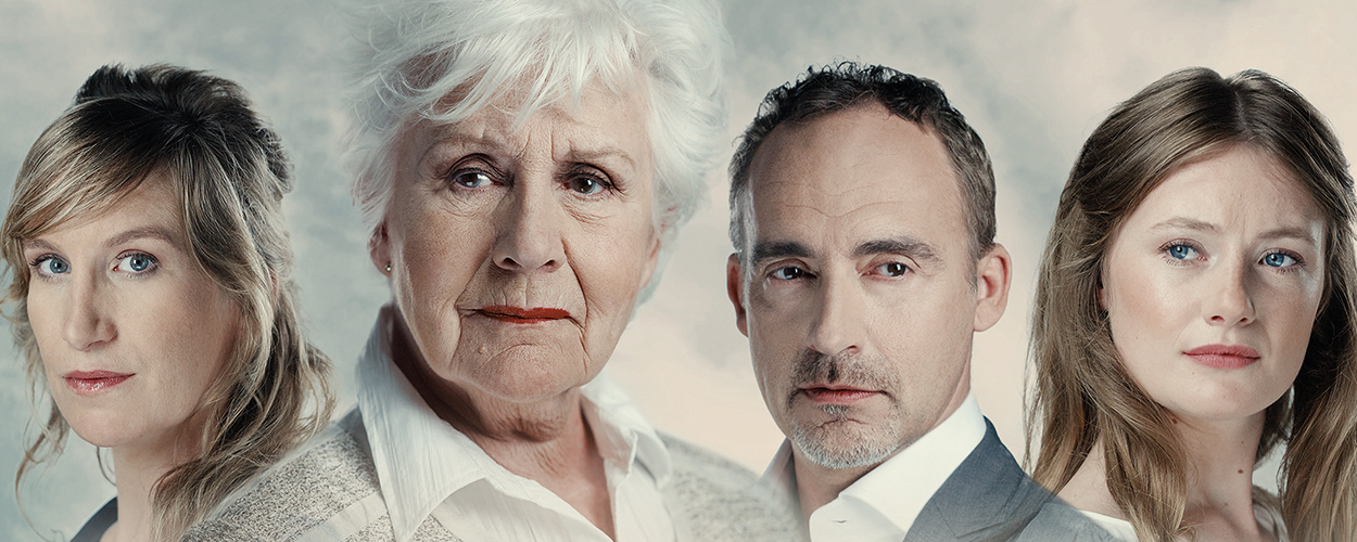 Anne-Wil Blankers met zoon Christo van Klaveren in nieuw toneelstuk