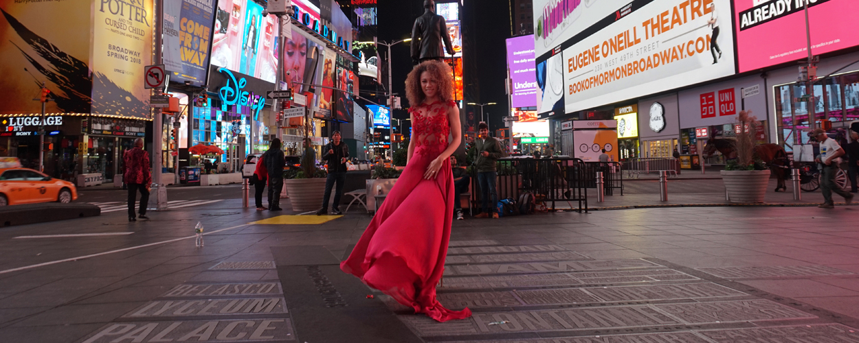 Gaia Aikman in New York voor 20 jarig jubileum The Lion King
