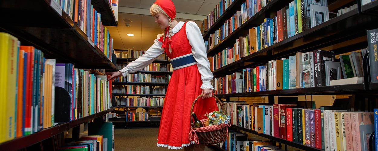 Efteling doneert boeken aan Books 4 Life Tilburg