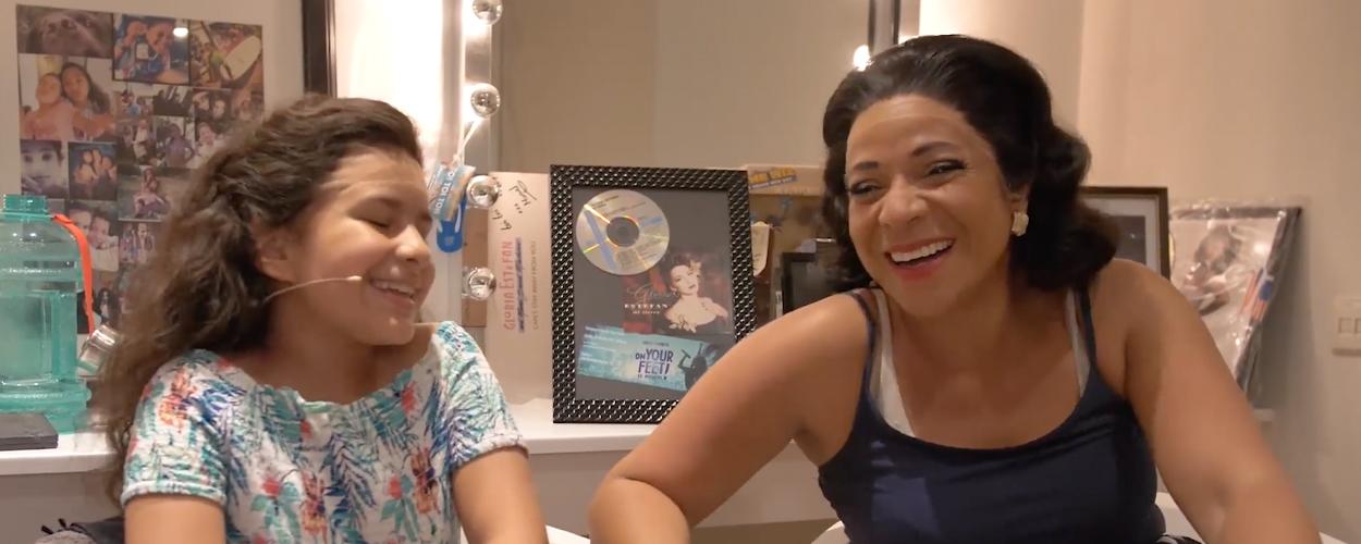 Nurlaila Karim en haar dochter samen in On Your Feet! op moederdag