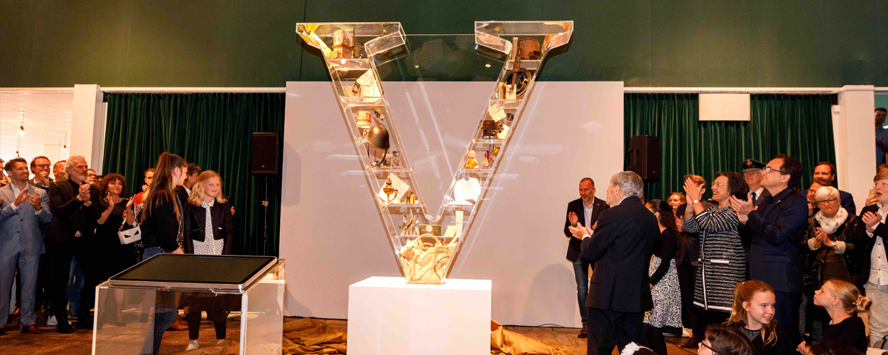 Onthulling V-monument op 7,5 jarig jubileum Soldaat van Oranje