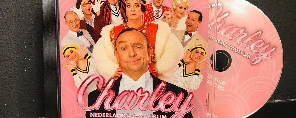 Simone Kleinsma verrast Jon van Eerd met castalbum Charley de Musical