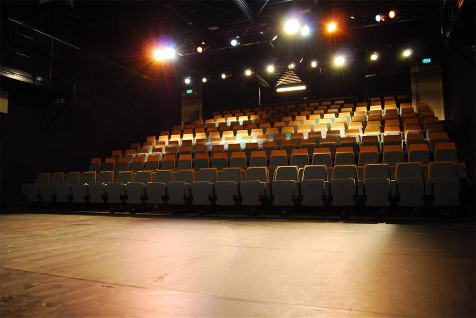 Theater Ins Blau