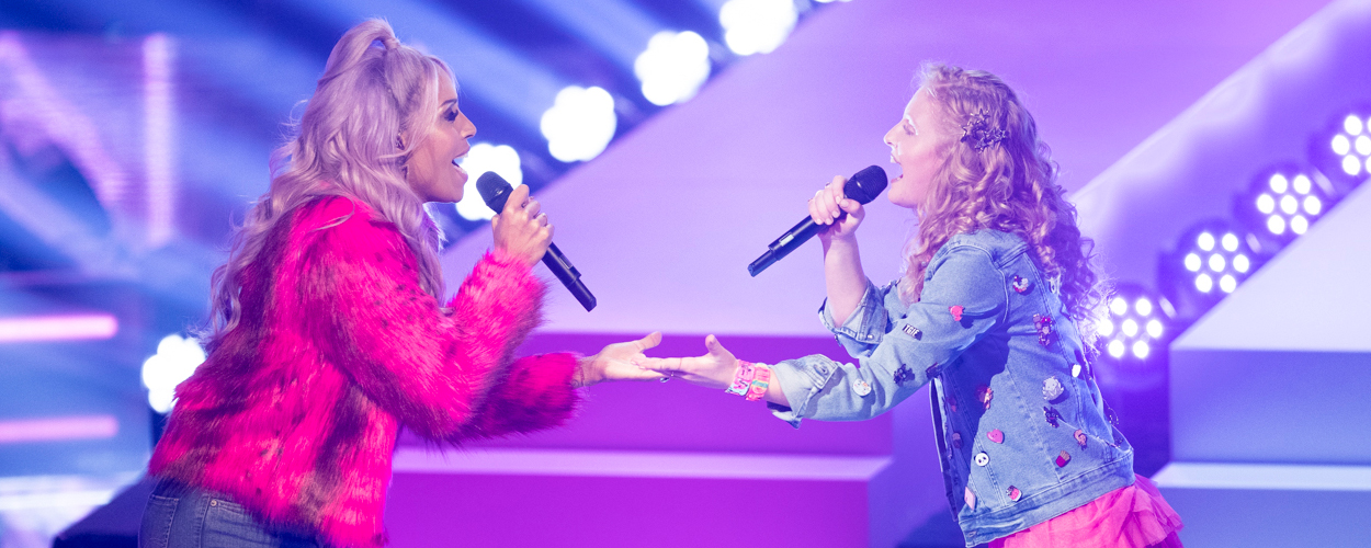 The Voice Kids finalist Sezina zingt duet met Glennis Grace tijdens Whitney Tribute