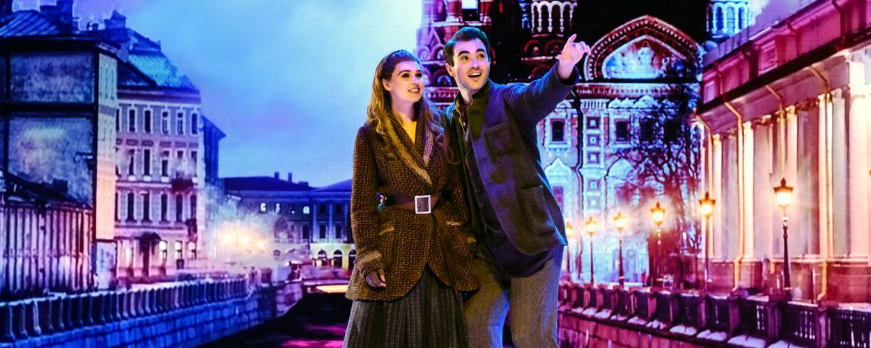Bekijk nu de scenefoto's van Anastasia