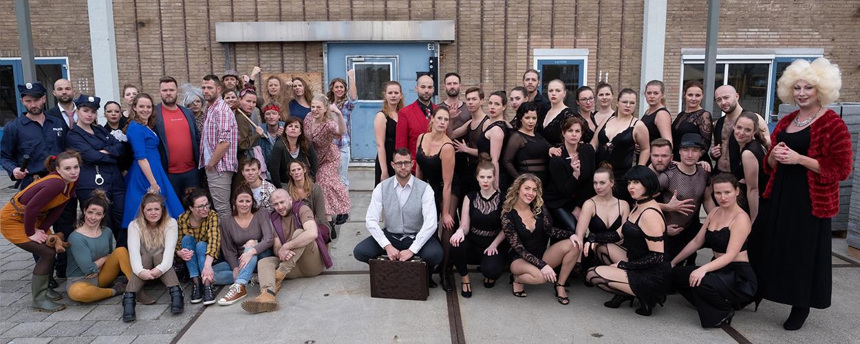 Musicalgroep Colours brengt theaterconcept Showpiss in de Deventer Schouwburg