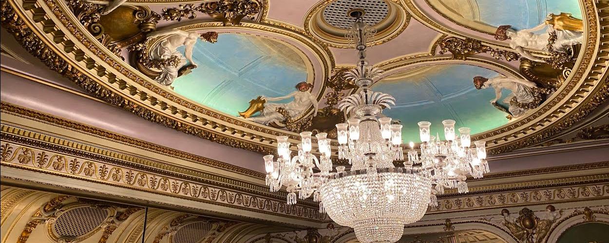 Videotour door het gerenoveerde Sondheim Theatre op West End