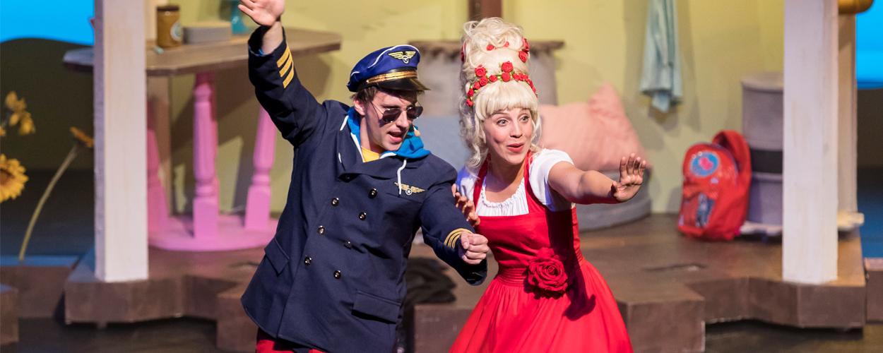 Eerste coronaproof drive-in theater in Jaarbeurs in Utrecht met Juf Roos