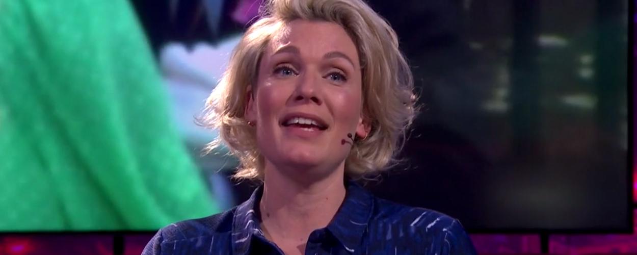 Marlijn Weerdenburg zingt Wat Liet Ik Na uit Diana & Zonen bij Jinek