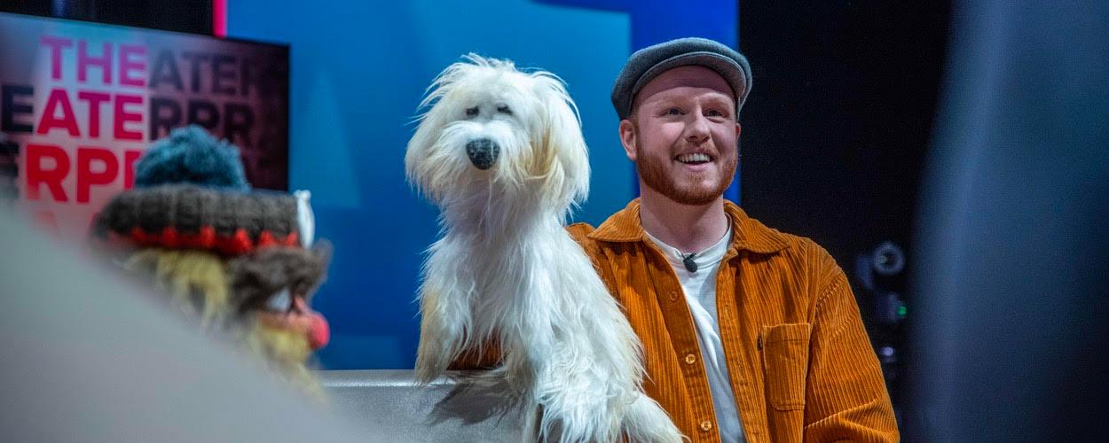 Kinderserie over zwerver Drijfhout en hondje Pup op platform Wilminktheater