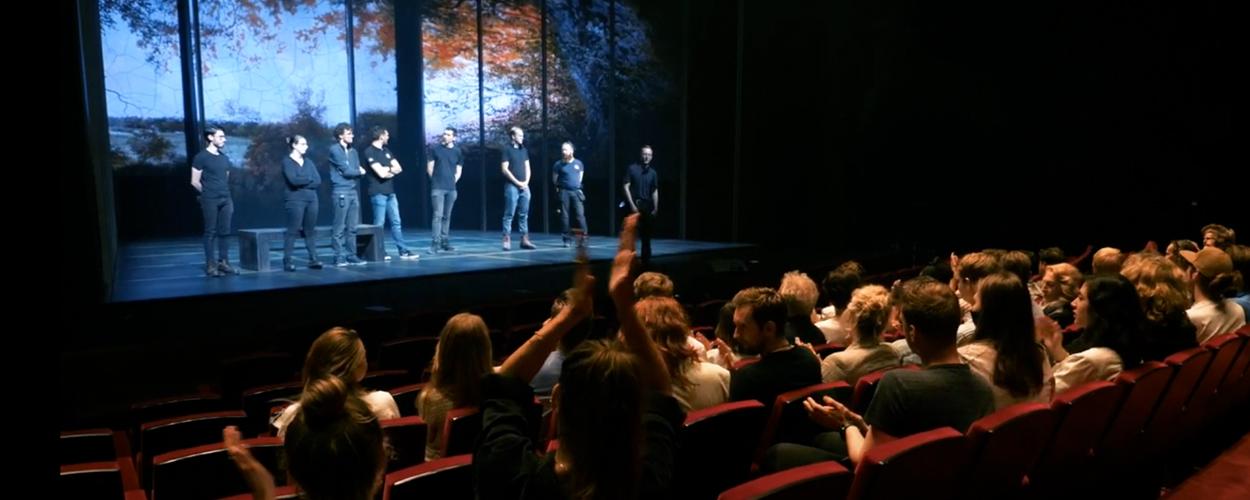 Sneak peek van decor Diana & Zonen in het DeLaMar Theater