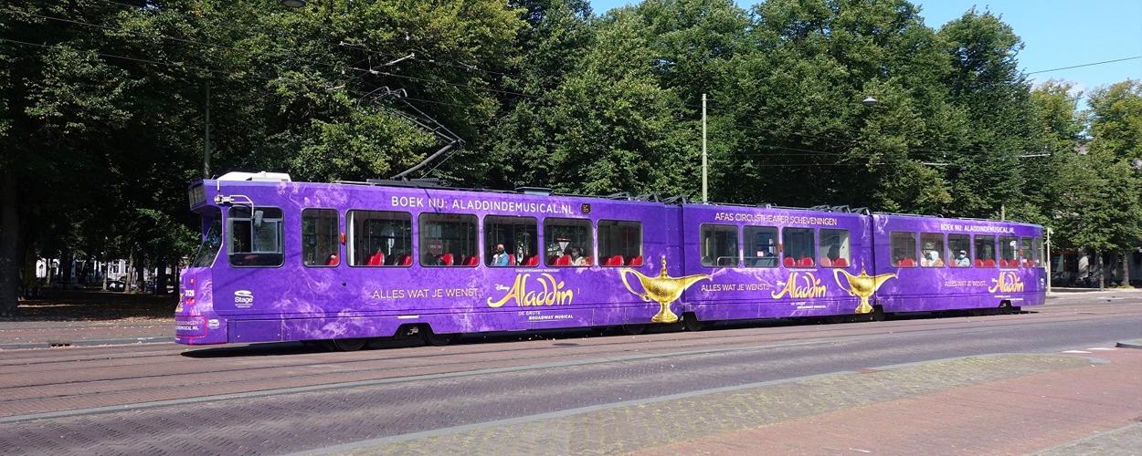 Speciale tram voor Aladdin in Scheveningen