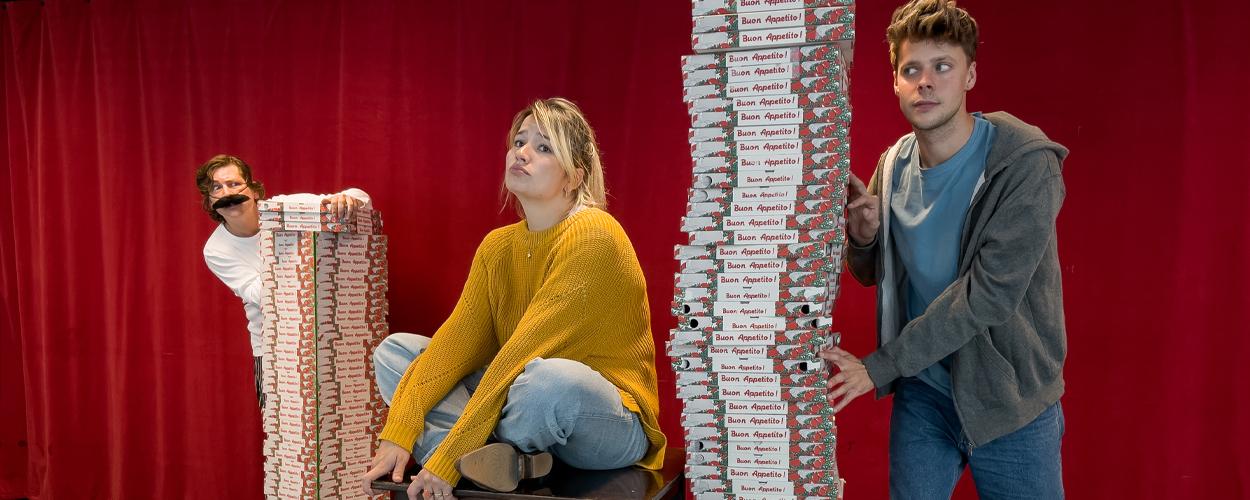Pizza's vliegen om de oren tijdens start repetities Romeo & Julia